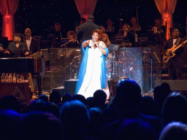 Aretha Franklin, a  William J. Clinton Presidential Library  2004.November 18-i megnyitóján, Little Rock, AK - PROAKTIVdirekt Életmód magazin és hírek - proaktivdirekt.com